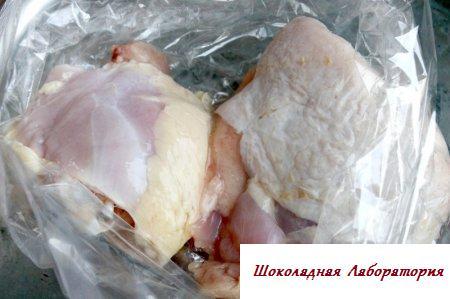 Куриные ноги в чесночно-имбирном соусе с клюквой и оливками