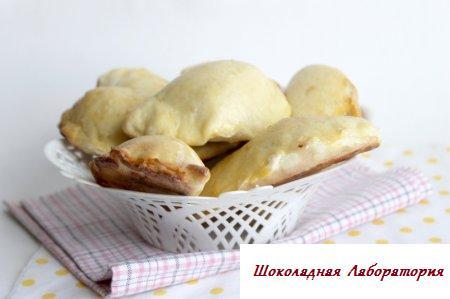 Духовые пирожки с персиками