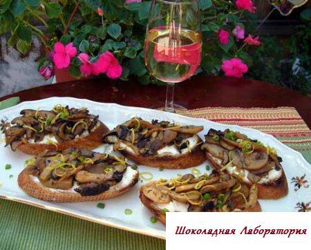 Брускетты с тунцом, творогом и томатами