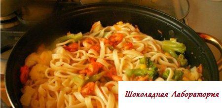 Рецепт лапши с овощами и сыром